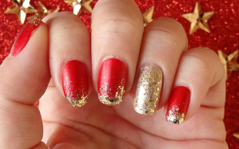 Красный маникюр с золотом: варианты сочетания цветов, модные ...