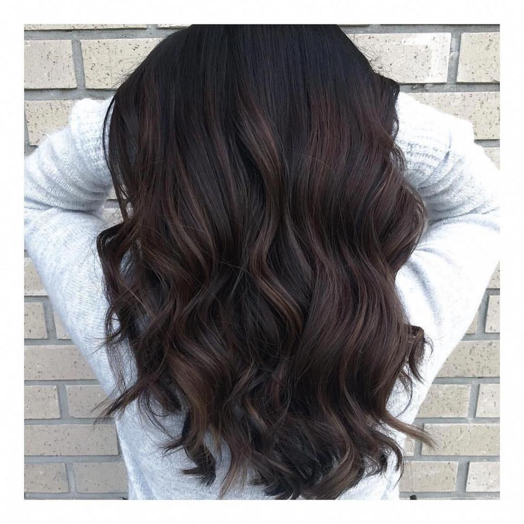 Темные волосы.